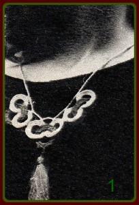 Вязаное украшение 1