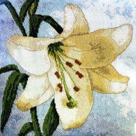 вышитые лилии