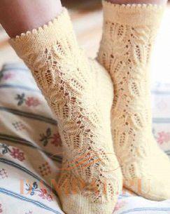 вязание ажурных носок спицами