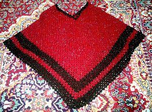 вязаное красное пончо