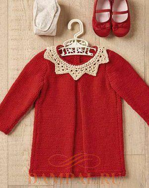 Вязаное платье-туника для девочки с ажурным воротничком