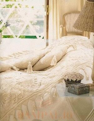Вязаное покрывало с подушками