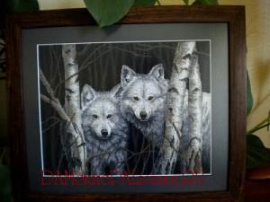 Вышивка пара волков