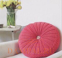 круглая вязаная подушка