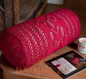 вязаная подушка-валик