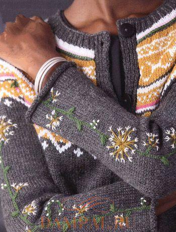 Пуловер с круглой кокеткой и на застёжке